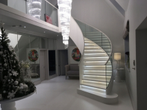 curved-leather-handrail-on-glass