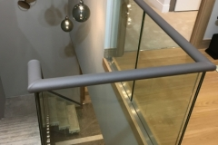 corner-handrails-in-leather